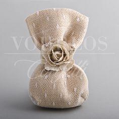 Μπομπονιέρες Γάμου Υφασμάτινες | VOURLOS CONFETTI | Γάμος & Βάπτιση | Μπομπονιέρες - Προσκλητήρια - Κουφέτα Linens And Lace, Cotton Bag, Gift Bags, Home Deco, Pouches, Wedding Details, Burlap, Diy And Crafts, Favors