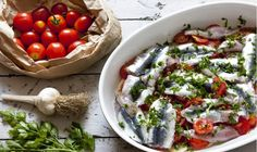 Σαρδελάκι μαρινάτο με ντοματίνια και σκόρδο