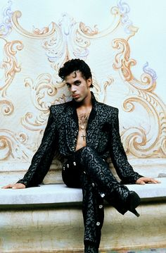 What a face, what attitude, what style... In 1986, Prince played Christopher Tracy in Under The Cherry Moon. The film flopped but the album, Parade, is one of his classics.
