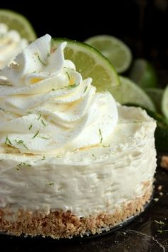 Mini No Bake Key Lime Pie Cheesecakes – easy little no bake cheesecakes with a graham cracker and lime zest crust that's been filled with a tasty key lime cheesecake filling and topped with homemade whipped cream. One of the only good things my high-schoo Mini Desserts, No Bake Desserts, Just Desserts, Delicious Desserts, Dessert Recipes, Diet Recipes, Oreo Desserts, Diabetic Desserts, Baking Desserts