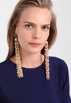 Chaquira handbeaded necklace choker very chic ideal for Beaded Jewelry Designs, Handmade Beaded Jewelry, Earrings Handmade, Tassel Jewelry, Jewellery, Trendy Fashion Jewelry, Fantasy Jewelry, Karen Millen, Designer Earrings