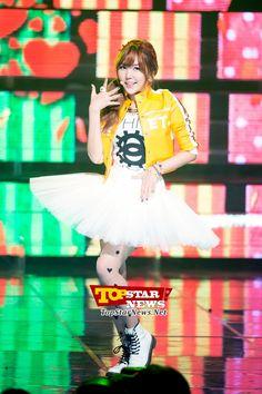 오렌지 캬라멜(Orange Caramel) 레이나, '병아리색 자켓으로 깜찍함 더해' …Mnet 엠카운트다운 생방송 현장 [KPOP PHOTO]