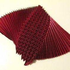Corrugation 5:2 Origami Quilt, Origami Paper Art, Nirmana 3d, Origami Patterns, Origami Design, Paper Folding, Fabric Manipulation, Paper Cutting, Craft Ideas