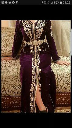 Abaya Fashion, Muslim Fashion, African Fashion Dresses, Fashion Outfits, Womens Fashion, Moroccan Kaftan Dress, Style Marocain, Dressy Dresses, Pakistani Outfits