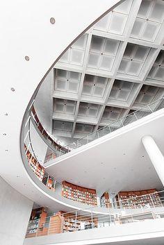 parlamentsbibliothek by herbstkind on Flickr.