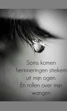 Sometimes memories secretly come from my eyes .- Soms komen herinneringen stiekem uit mijn ogen … Sometimes memories secretly come from my eyes … - Angst Quotes, Sad Quotes, Love Quotes, Inspirational Quotes, Qoutes, Motivational, The Words, Cool Words, Crying Eyes