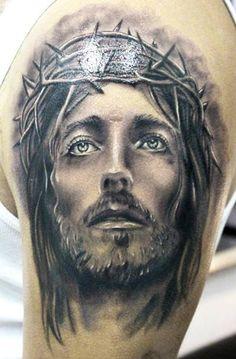 Tatuajes de Cristo Galería de las mejores imagenes de tatuajes de Cristo El tatuaje con un sentido religioso es un claro antecedente histórico de los actuales, siendo realizado en culturas antiguas con esta significación espiritual, de la misma manera que los miembros de la aristocracia también se solían tatuar determinada zonas del cuerpo