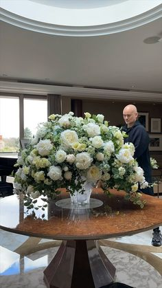 "Event Imagineer on Instagram: ""#tonymarklew #eventimagineer #doingitfromtheheart #londonflorist #luxuryflorist #luxurylondonflorist #londonluxuryflorist #mylifeinflowers…"" White Floral Centerpieces, Table Decorations, Flowers, Instagram, Home Decor, Decoration Home, Room Decor, Royal Icing Flowers, Home Interior Design"