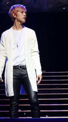 I love when he wears cardigans ugh