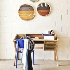 Une scène bureau  dynamisée par des pieces HARTÔ #hartô #decoration #home #chair #metal #blue #electric #odilon #miroir #box #louisette #object #inspiration