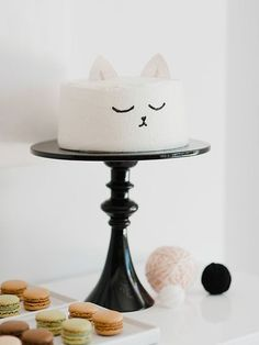 Easy, cute, and quick kitty cat birthday cake design idea. Pretty Cakes, Cute Cakes, Beautiful Cakes, Amazing Cakes, Birthday Cake For Cat, 2nd Birthday Parties, Birthday Kitty, Birthday Ideas, Cake Cookies