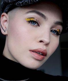 The Makeup Trends Our Editors Cant Wait To Try In 2018 Graphic Eyeliner Editors Makeup Trends Wait Makeup Trends, Makeup Inspo, Makeup Art, Makeup Inspiration, Makeup Tips, Beauty Makeup, Makeup Ideas, Glowy Makeup, Makeup Tutorials
