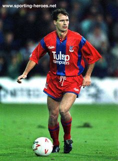 John Humphrey of Crystal Palace in Football Soccer, Football Players, Stuart Franklin, Crystal Palace Fc, Charlton Athletic, Leeds United, Red And Blue, Baseball Cards, Crystals