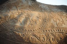 coolthingoftheday:  In India's Thar Desert, nomads rely so much on camels for survivalthat the animals are revered. Livestock owners take great pride in their camels, carving intricate patterns in their fur.