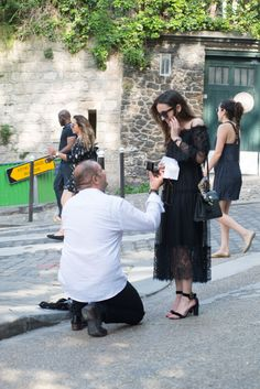 Marriage proposal in Paris in the streets of Montmartre Marriage Proposals, Bridesmaid Dresses, Wedding Dresses, Ballet Skirt, Paris, Street, Fashion, Bridesmade Dresses, Bride Dresses