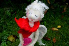 Tinchen....großer, gefilzter Weihnachtsengel  von Frau Brunsels Filz auf DaWanda.com