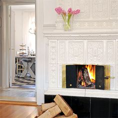 Like the moulding used for this fireplace....another one for the Aunt Hill.