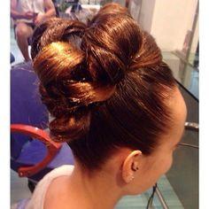 Un recogido excelente!! #blue01stylist #recogido #peinados #peluqueria #peluquerias #peluq… http://ift.tt/1O039au