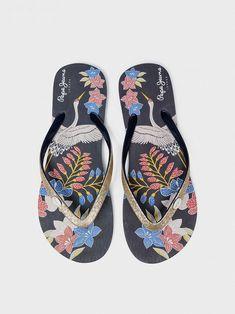 Купить обувь шлёпанцы Pepe Jeans в js-online.ru. Скидки до 70%. Pepe Jeans, Flip Flops, Sandals, Shoes, Women, Fashion, Shopping, Over Knee Socks, Feminine Fashion