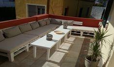 El sillón de palets estilo chillout es la opción ideal para decorar la terraza o balcón de tu casa, su diseño minimalista encaja a la perfección tanto en espacios grandes como pequeños. Outdoor Sectional, Sectional Sofa, Outdoor Furniture Sets, Outdoor Decor, Exterior, Home Decor, Minimal Design, Minimalism, Raised Beds