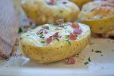 Super Beilage zu einem schönen Stück Fleisch oder einfach als Snack zwischendurch. Das gebackene-Kartoffel-Rezept, dass einfach zuzubereiten ist.