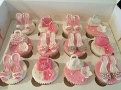 So cute cup cakes with little handbags & shoes Cute Cups, Paris Theme, Yummy Cupcakes, Food N, Cup Cakes, Tea Party, 50th, Handbags, Desserts