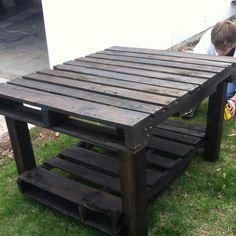 * Pallet table    -  #palletprojects  ---  #pallets   ----   http://alittlebitofthisthatandeverything.blogspot.com/