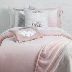 Shop Dormify for the hottest dorm room decorating ideas. You'll find stylish college products, unique room and apartment decor, and dorm bedding for all styles. College Bedding Sets, Dorm Bedding Sets, Cheap Bedding Sets, Bedding Sets Online, Luxury Bedding Sets, Home Bedroom, Bedroom Decor, Bedroom Ideas, Dorm Room Themes