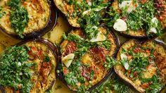 Essen kann Menschen zusammenbringen. In der Küche. Am Tisch. Auf dem Markt. Diese drei Rezepte versammeln auch Blumenkohl, Aubergine und Rotkohl friedlich nebeneinander.