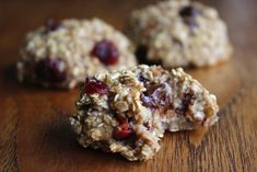 A super simple healthy, vegan and low FODMAP banana oat cookies recipe! These cookies are perfect for a healthy snack or breakfast. Fodmap Dessert Recipe, Fodmap Recipes, Banana Oat Cookies, Banana Oats, Low Food Map Diet, Oat Cookie Recipe, Breakfast Cookies, Breakfast Recipes, Low Fodmap