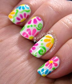 Decorado de uñas con flores fluorescentes