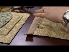 Aseli neves camacho shared a video Wallet Tutorial, Patchwork Bags, Fabric Bags, Card Wallet, Minion, Youtube, Vivo, Quilt, Handbags