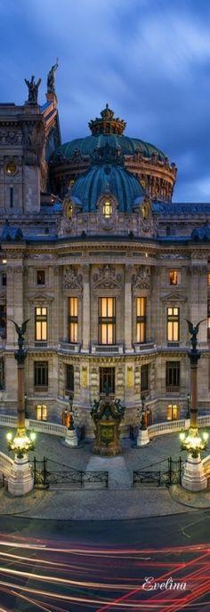 Entrée de l'Opéra Garnier, Paris, France