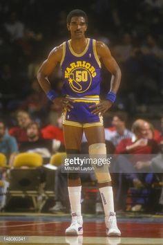 Fotografia de notícias : Ralph Sampson of the Golden State Warriors looks...