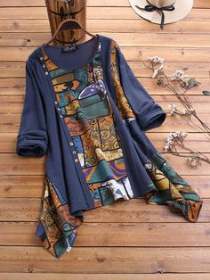 Print Irregular Crewneck Vintage Plus Size Blouse can cover your body well, make you more sexy, Newchic offer cheap plus size fashion tops for women. Plus Size Vintage, Vintage Tops, Ethnic Print, Mode Hijab, Blouse Outfit, Plus Size Blouses, Blouse Styles, Retro Fashion, Boho Fashion