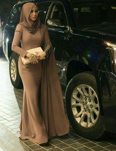 PRETTY MUSLIMAH Hijab Outfit, Hijab Dress Party, Abaya Fashion, Modest Fashion, Fashion Dresses, Muslim Women Fashion, Islamic Fashion, Mode Turban, Mode Abaya