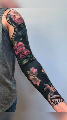 Esther Garcia, Botanisches Tattoo, Cover Tattoo, Body Art Tattoos, Cool Tattoos, Tattoo Wolf, Hip Tattoos, Stomach Tattoos, Celtic Tattoos
