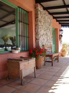 54 Best Ideas For Rustic Outdoor Patio Ideas Terraces Shabby Chic Patio, Rustic Patio, Rustic Outdoor, Hacienda Decor, Hacienda Style, Small Outdoor Patios, Outdoor Rooms, New Patio Ideas, Porch And Terrace