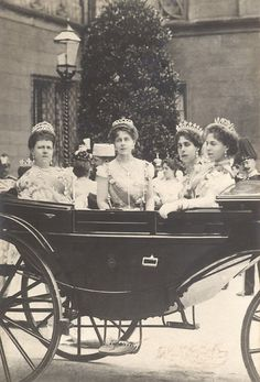 Maria, Duchess of Saxe-Coburg-Gotha, and Duchess of Edinburgh, with her daughters: Missy, Ducky & Sandra. Only married royals were permitted to wear tiaras. Queen Victoria Family, Princess Victoria, Queen Mary, King Queen, Royal King, Princess Alexandra, Royal House, Royal Jewels, Kaiser