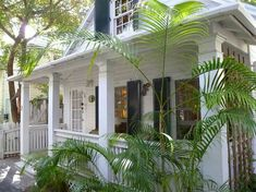 Adorable turnkey Conch cottage on a very private walking lane in the heart of Old Town Key West. Beach Cottage Style, Beach Cottage Decor, Coastal Cottage, Coastal Homes, Coastal Living, Cottage Porch, Key West Cottage, Key West House, Estilo Key West