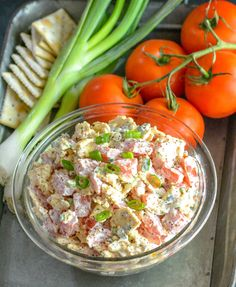 Tomato Recipes We're bringing you another Southern staple today with this super yummy, 4 ingredient Tomato Cracker Salad. Vegetarian Crockpot Recipes, Healthy Recipes On A Budget, Healthy Chicken Recipes, Healthy Breakfast Recipes, Cooking Recipes, Weekly Recipes, Diner Recipes, Quick Dinner Recipes, Salad Recipes