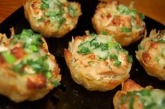 Tartlets potato with chicken fillet under garlic-cheese sauce / Culinary Universe Sauce Recipes, Chicken Recipes, Cooking Recipes, Cooking Food, Garlic Cheese, Cheese Sauce, Garlic Sauce, Good Food, Yummy Food