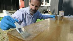 Hvordan pusse opp spisebordet? - Fornyelse av gamle møbler - ifi.no Butcher Block Cutting Board, Life Hacks, Diy, Bricolage, Do It Yourself, Homemade, Diys, Lifehacks, Crafting