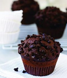 jednoduche coko muffiny - My site Triple Chocolate Muffins, Yummy Cupcakes, Something Sweet, Muffin Recipes, Chocolate Recipes, Coco, Love Food, Sweet Recipes, Cupcake Cakes