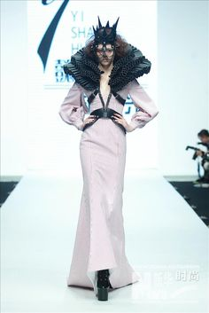 Hu Sheguang #dark #fashion #runway