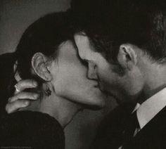 Elijah and Hayley kiss. FINALLY. ♥ 1x20