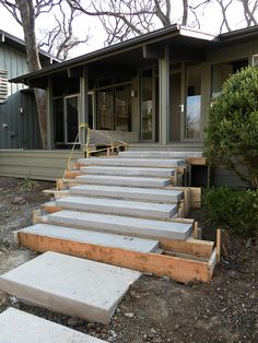Concrete Steps Floating concrete steps sitting in forms are sitting upon a footer that supports the steps from the middle. Floating concrete steps sitting in forms are sitting upon a footer that supports the steps from the middle.