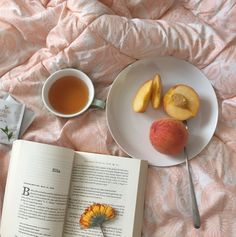 soft aesthetic tones of coffee Peach Aesthetic, Aesthetic Food, Color Durazno, Strawberry Shortcake, Aesthetic Pictures, Instagram Feed, Picnic, Food And Drink, Tableware
