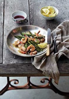 Curtis Stone's Grilled Shrimp and Asparagus with Lemon-Shallot Vinaigrette: This healthy grilled meal is not only made with just five ingredients, it also cooks from start to finish in just 15 minutes.