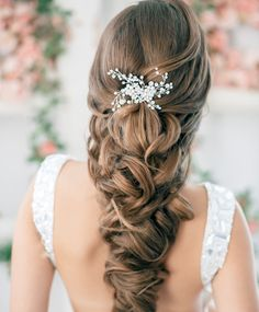 22 New Wedding Hairstyles to Try --- absolutely gorgeous loose braid.